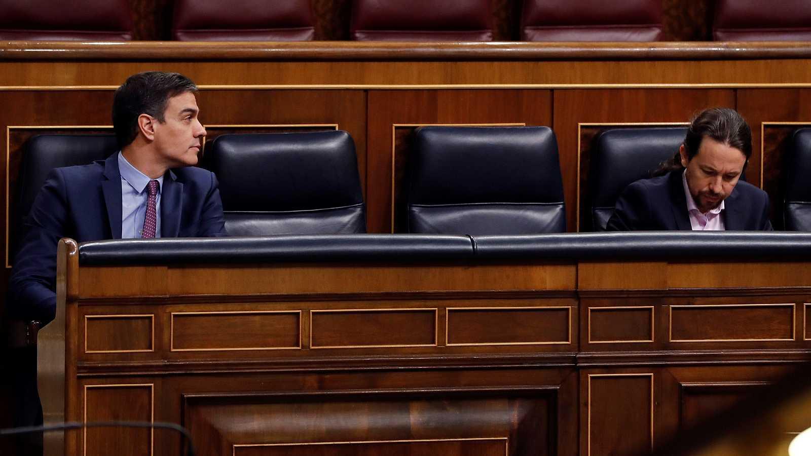 Barómetro CIS abril 2020: Pedro Sánchez y Pablo Iglesias, durante la primera sesión de control al Gobienro desde que se declaró el estado de alarma por el coronavirus.