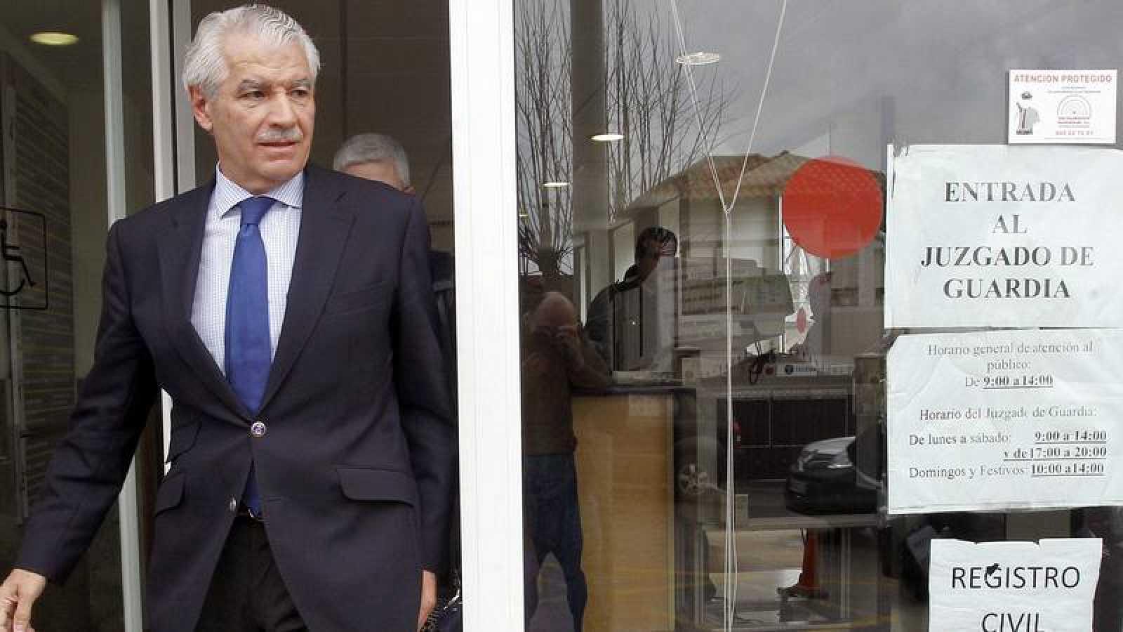 El expresidente del Racing Francisco Pernía, a su salida de un juzgado en 2015.