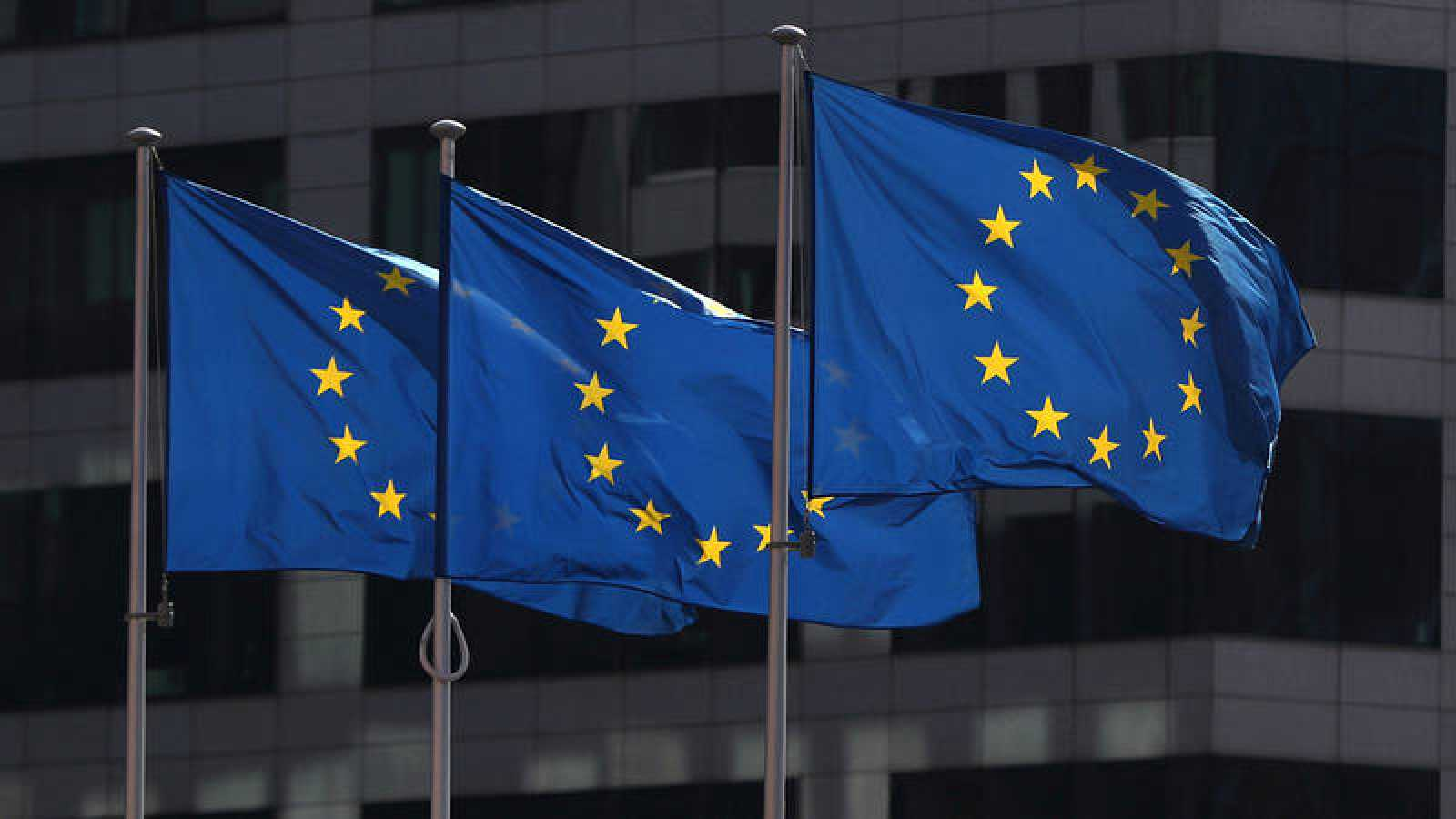 Banderas de la Unión frente a la sede de la Comisión Europea