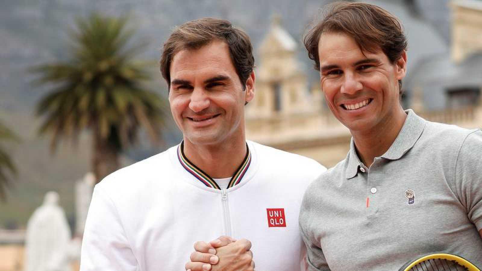 Roger Federer y Rafael Nadal durante un partido de exhibición en Ciudad del Cabo.