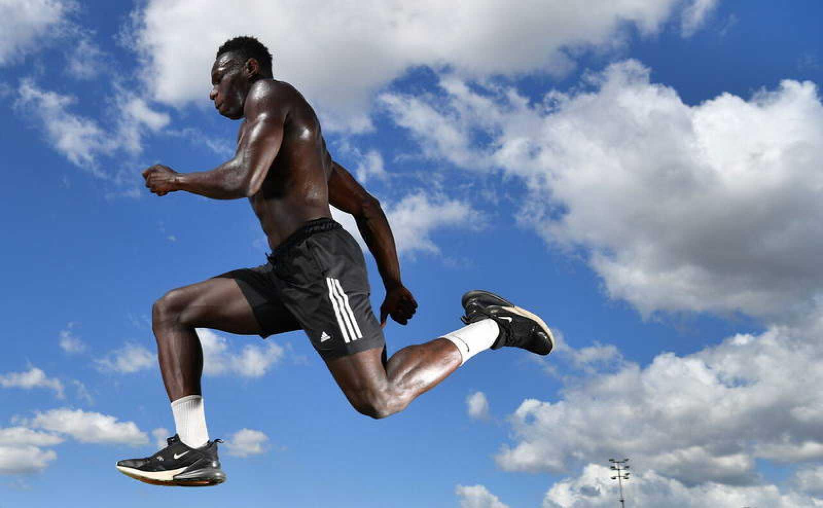El futuro atleta olímpico Peter Lamin, de 18 años.