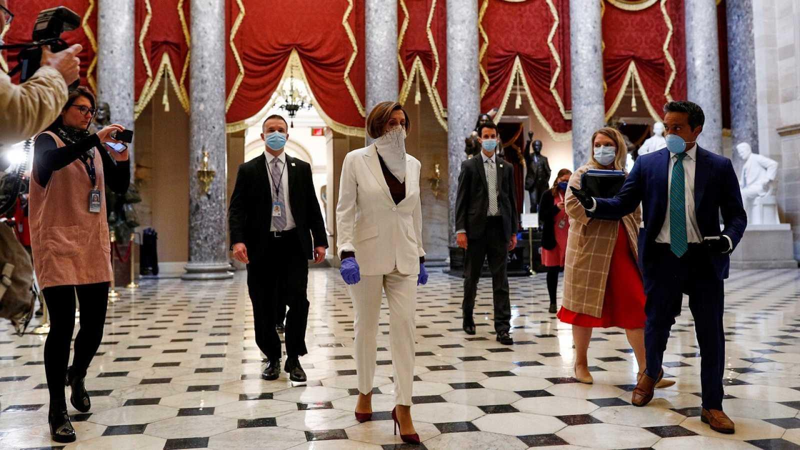 La presidenta de la Cámara de Representantes, Nancy Pelosi, antes de la votación del plan de rescate