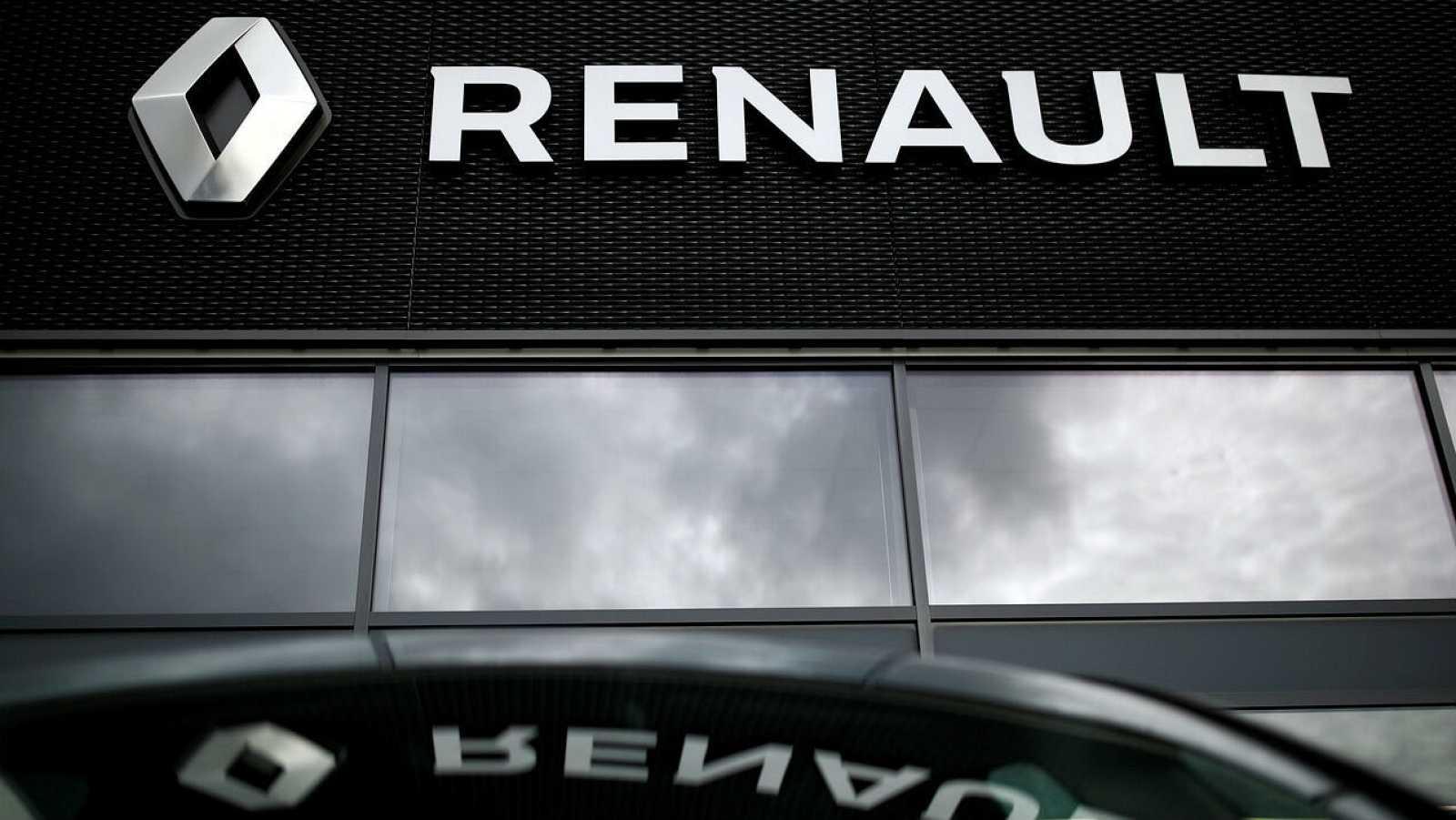 El logotipo del fabricante de automóviles Renault se muestra en un concesionario en Orvault, cerca de Nantes, Francia.