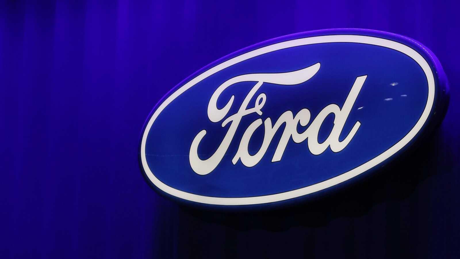 El logo de Ford en el Salón Internacional del Automóvil de Norteamérica