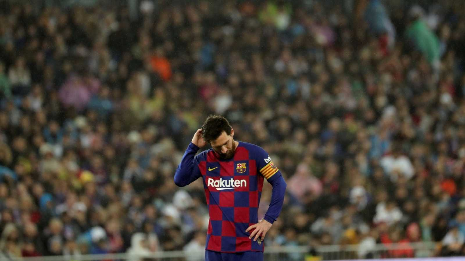 El delantero argentino del FC Barcelona Leo Messi se lamenta