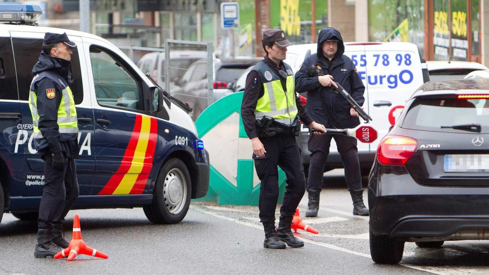 Control de la Policía Nacional a la salida de la ciudad de Vigo