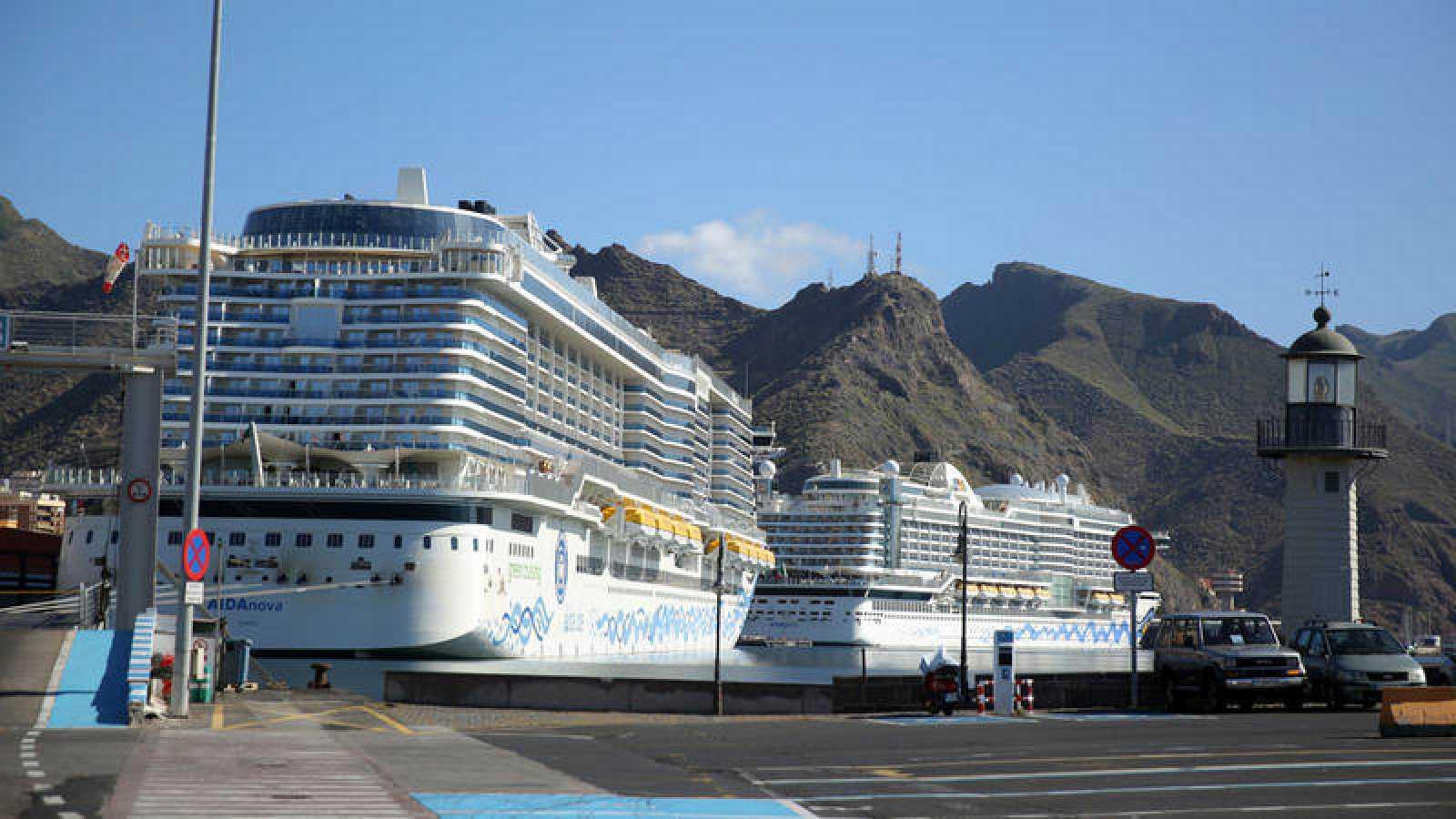 Dos cruceros italianos atracados en el puerto de Tenerife