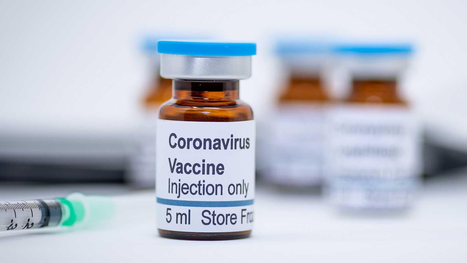 La vacuna no es el único recurso científico para frenar al virus, pero sí el más importante.