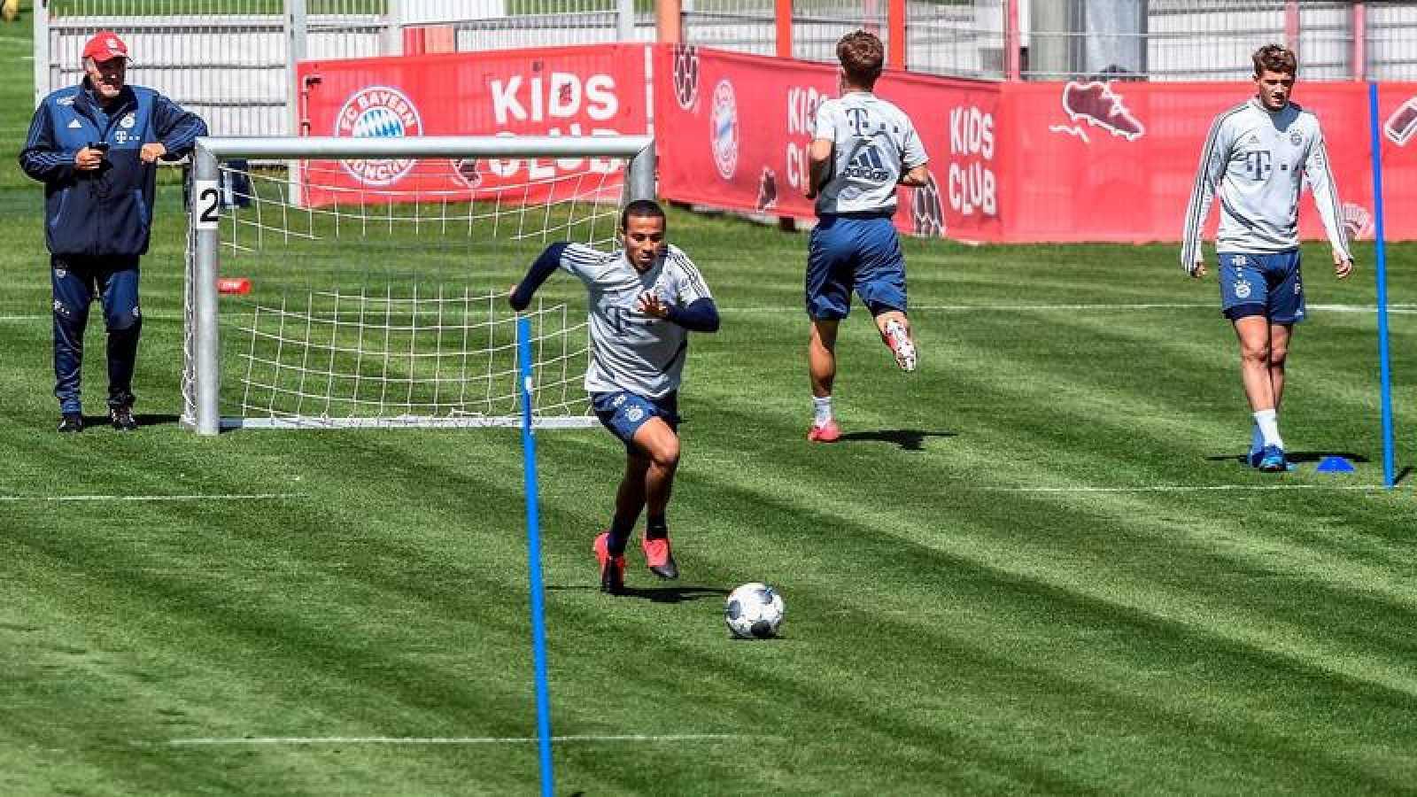 El Bayern entrena con vistas al regreso de la Bundesliga.
