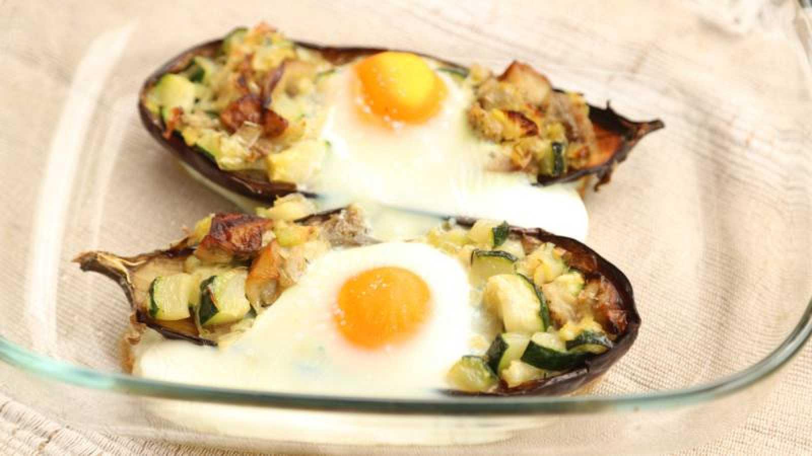Huevo a la cazuela de berenjena con verduras