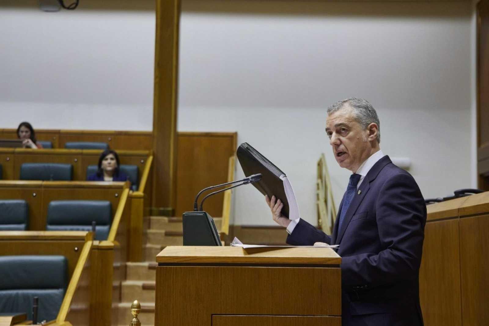 Fotografía cedida por el Parlamento Vasco de la intervención del lehendakari, Iñigo Urkullu, durante la reunión de la Diputación Permanente del Parlamento Vasco