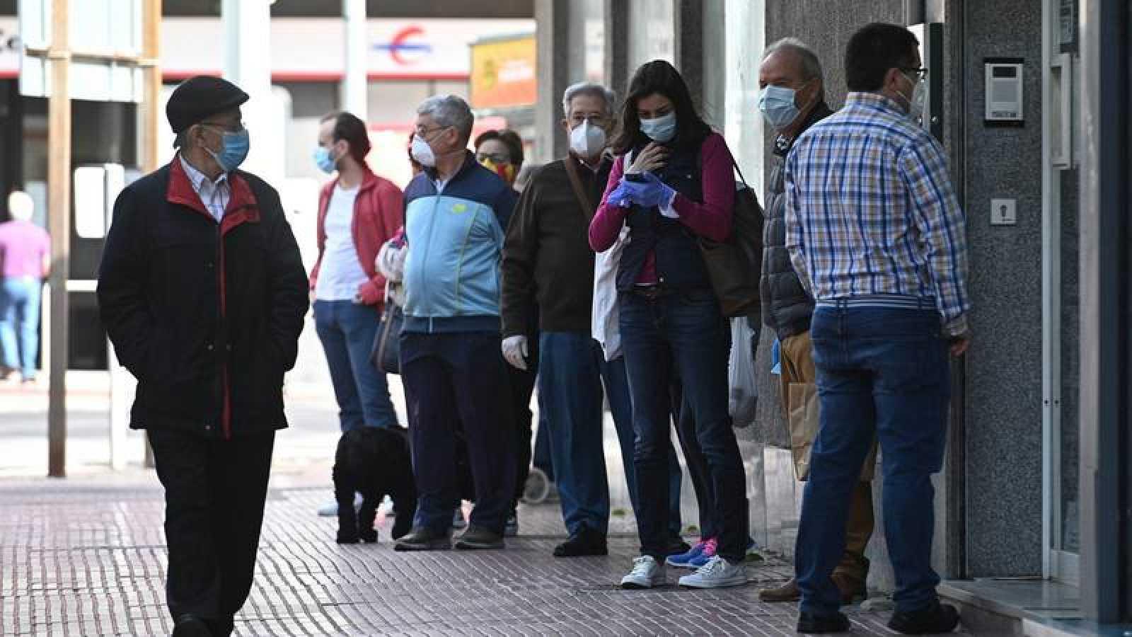 """La Consejería de Sanidad de Madrid considera """"fundamental"""" el uso de mascarillas para pasar a la Fase 1"""
