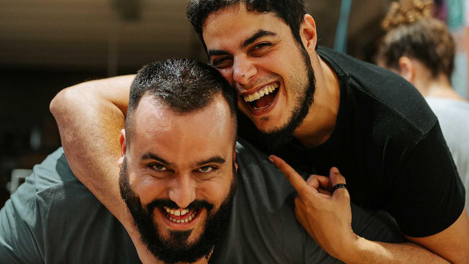 Kike Pérez (protagonista) y David Sainz (creador y director), en uno de los rodajes de 'Grasa'
