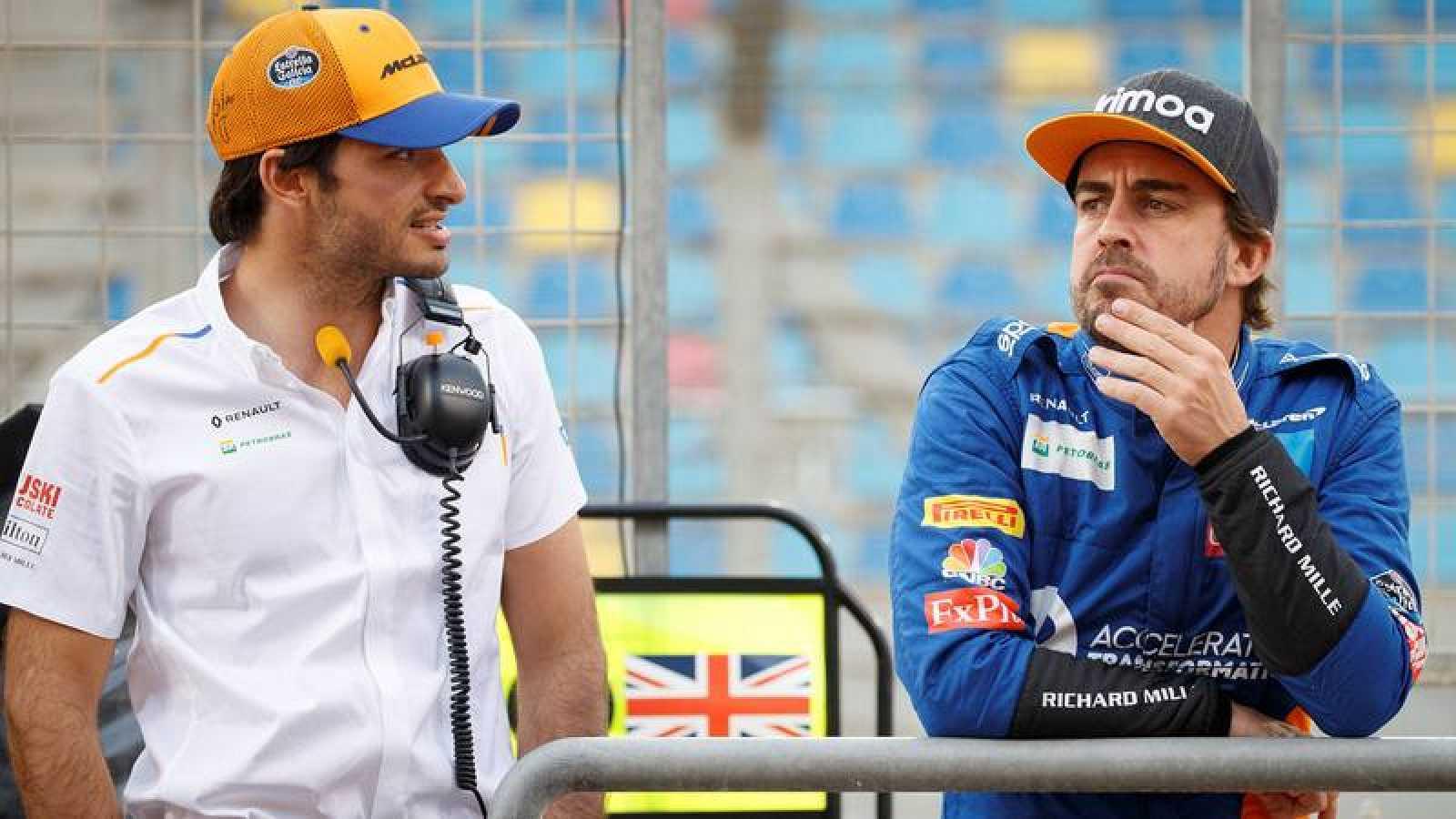 Carlos Sainz y Fernando Alonso, en el GP de Baréin de 2019.