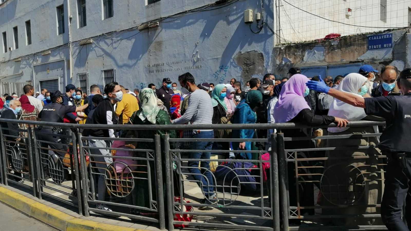 Alrededor de 200 marroquíes que se quedaron atrapados en Melilla por el cierre de fronteras vuelven a su país