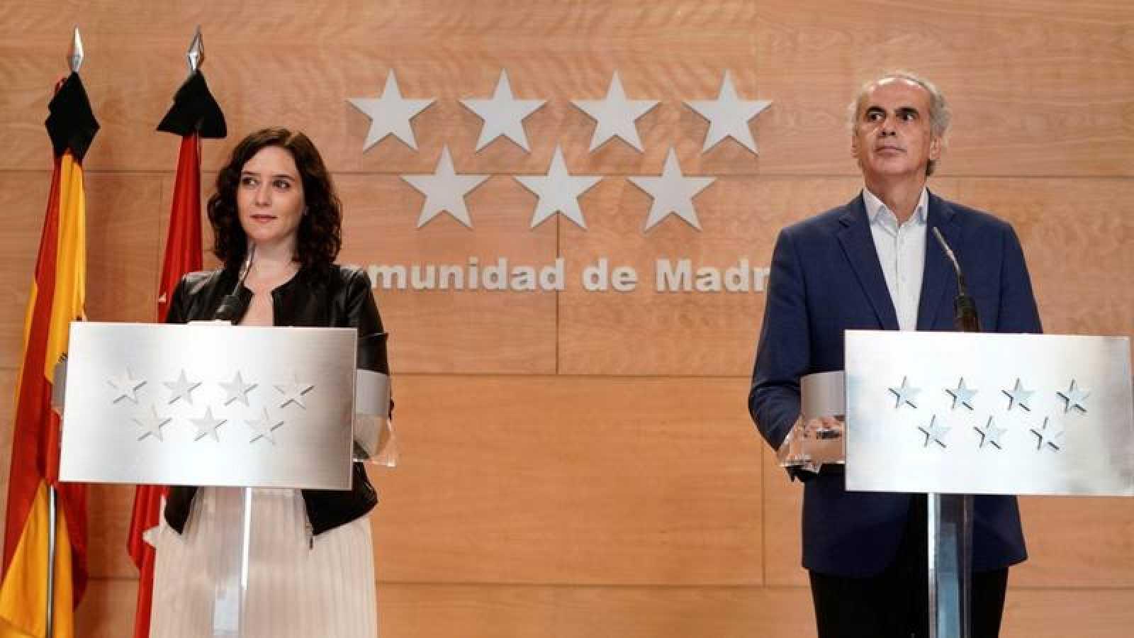 La presidenta de la Comunidad de Madrid, Isabel Díaz Ayuso, durante la comparecencia conjunta con el consejero de Sanidad, Enrique Ruiz Escudero
