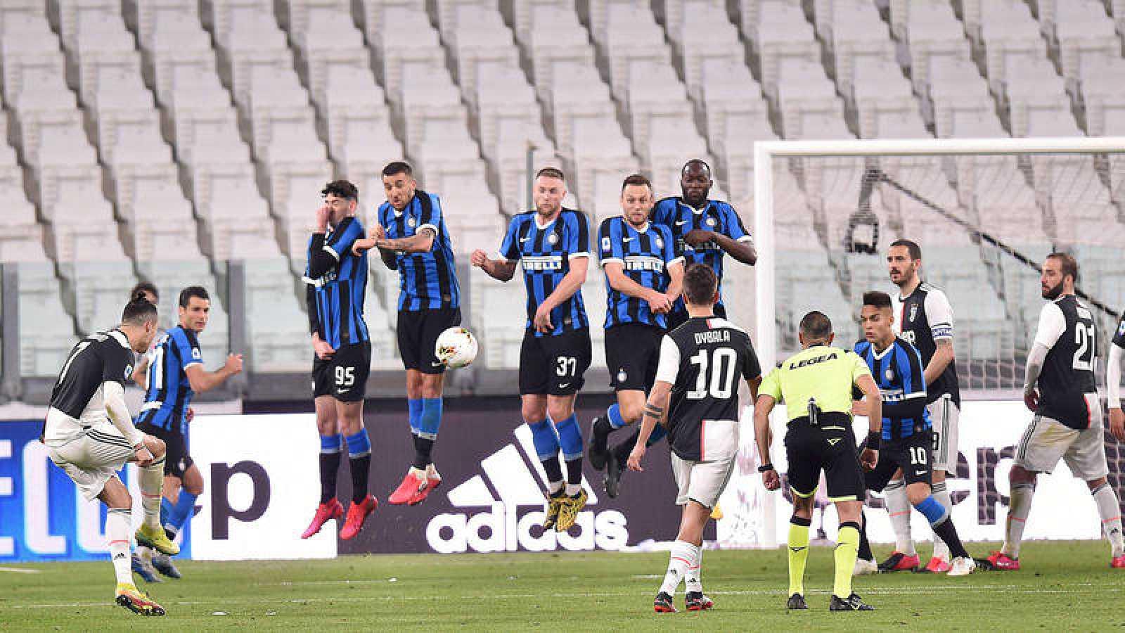Cristiano Ronaldo lanza una falta en el Juventus - Inter del pasado 8 de marzo.