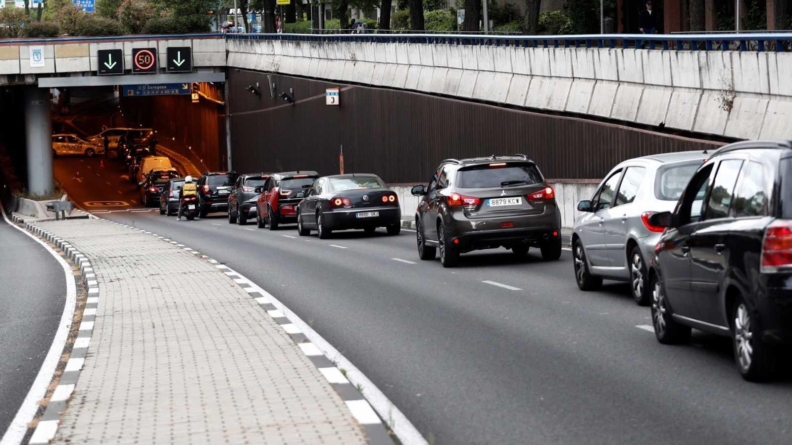 Agentes de la Policía Municipal de Madrid realizan un control de tráfico en el túnel de Costa Rica, en Madrid