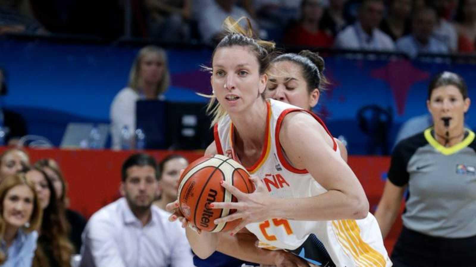 La jugadora Laura Gil durante un partido del Eurobasket 2019 ante Serbia.