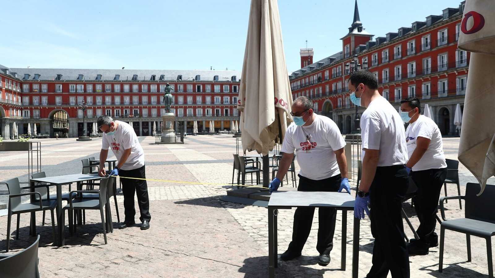 Los bares de la Plaza Mayor de Madrid se preparan para abrir en Fase 1