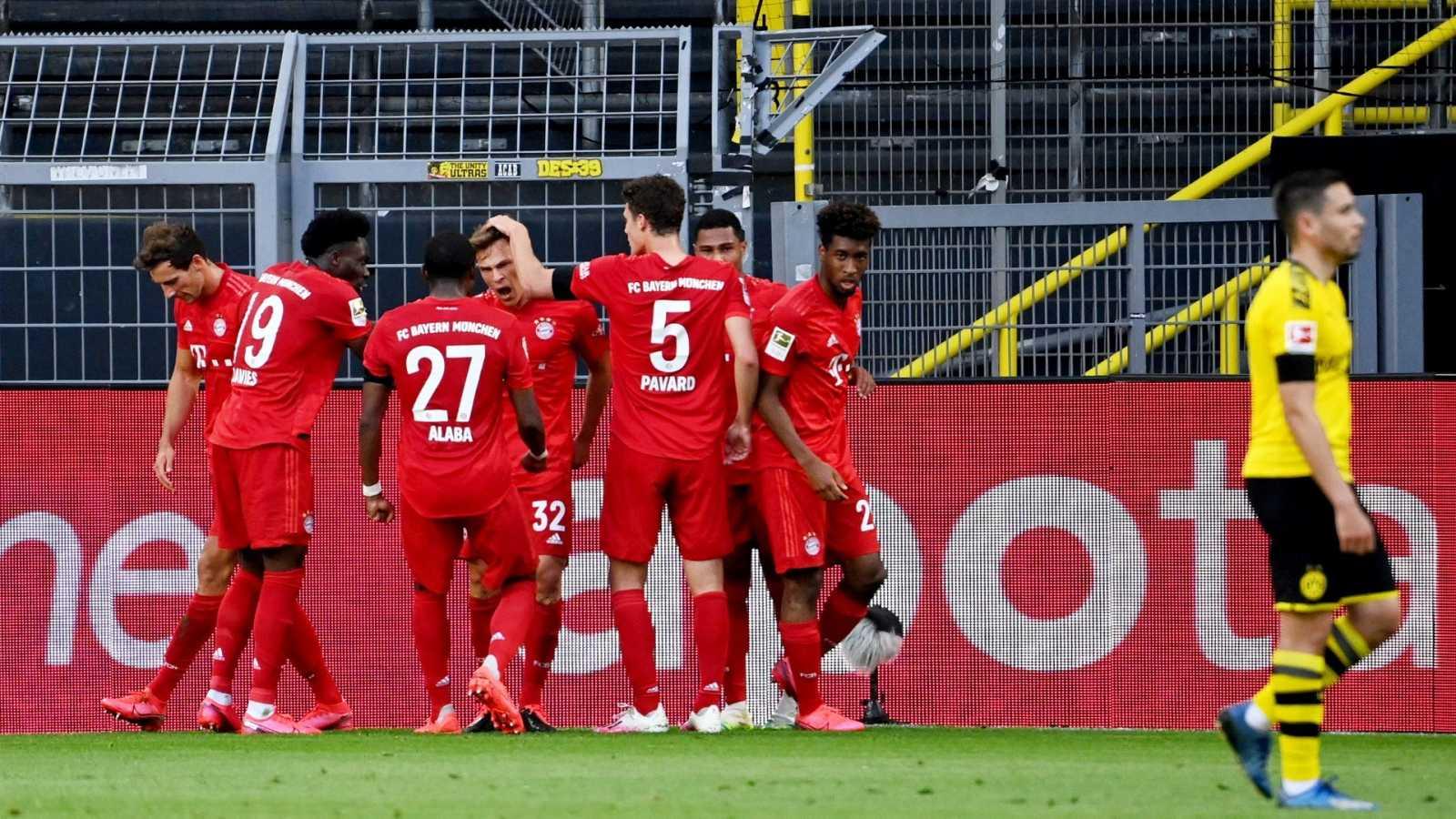 Los jugadores del Bayern de Múnich celebran el gol de Kimmich ante el Borussia Dortmund