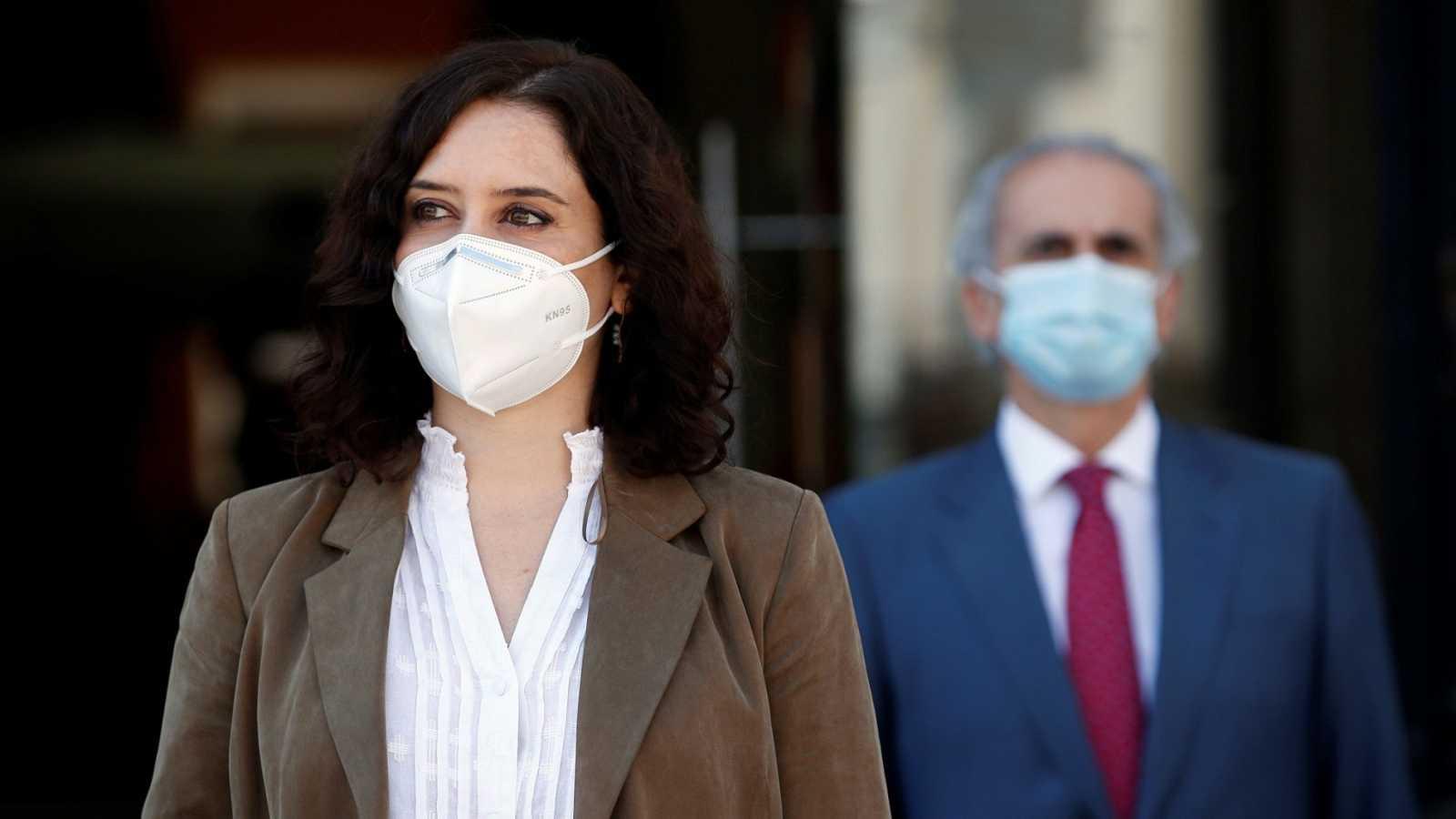 Familiares de fallecidos en residencias de Madrid se querellan contra Ayuso por homicidio imprudente