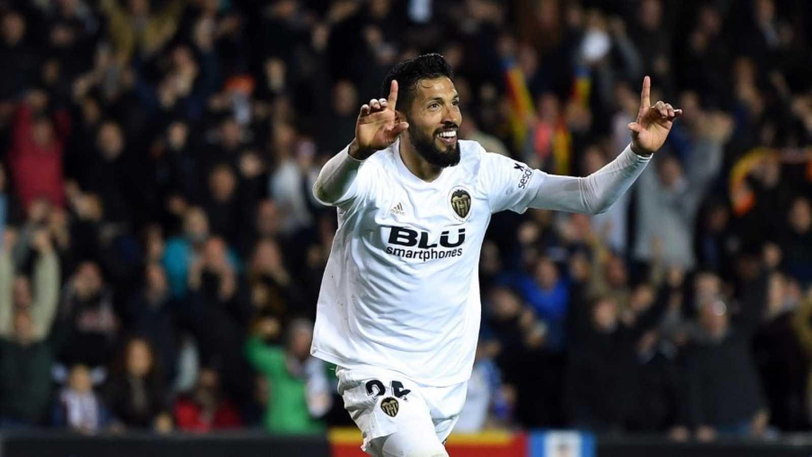 Imagen: Ezequiel Garay celebra un gol con el Valencia