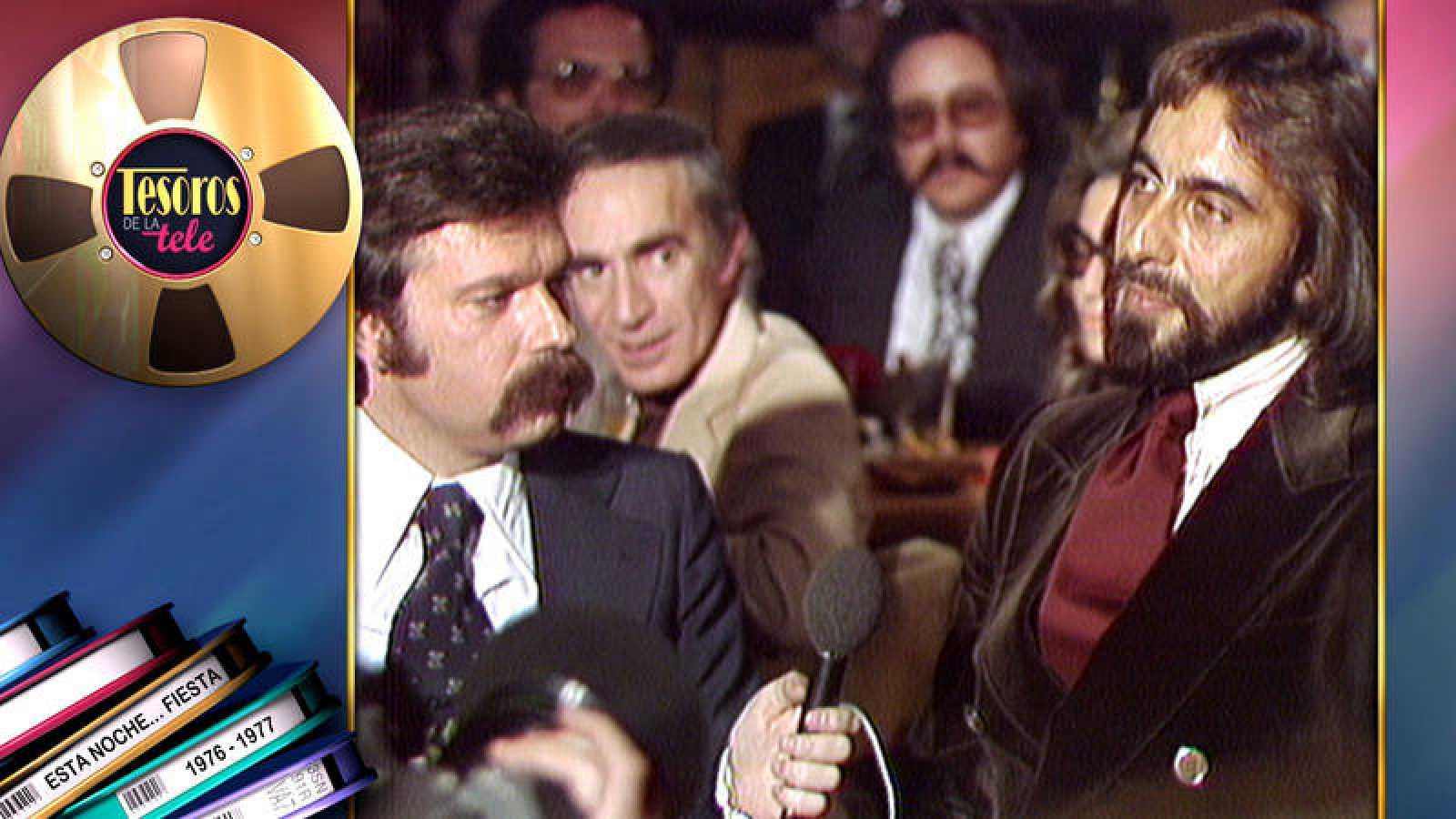 José María Íñigo con el actor Kabir Bedi, en 'Esta noche...fiesta'