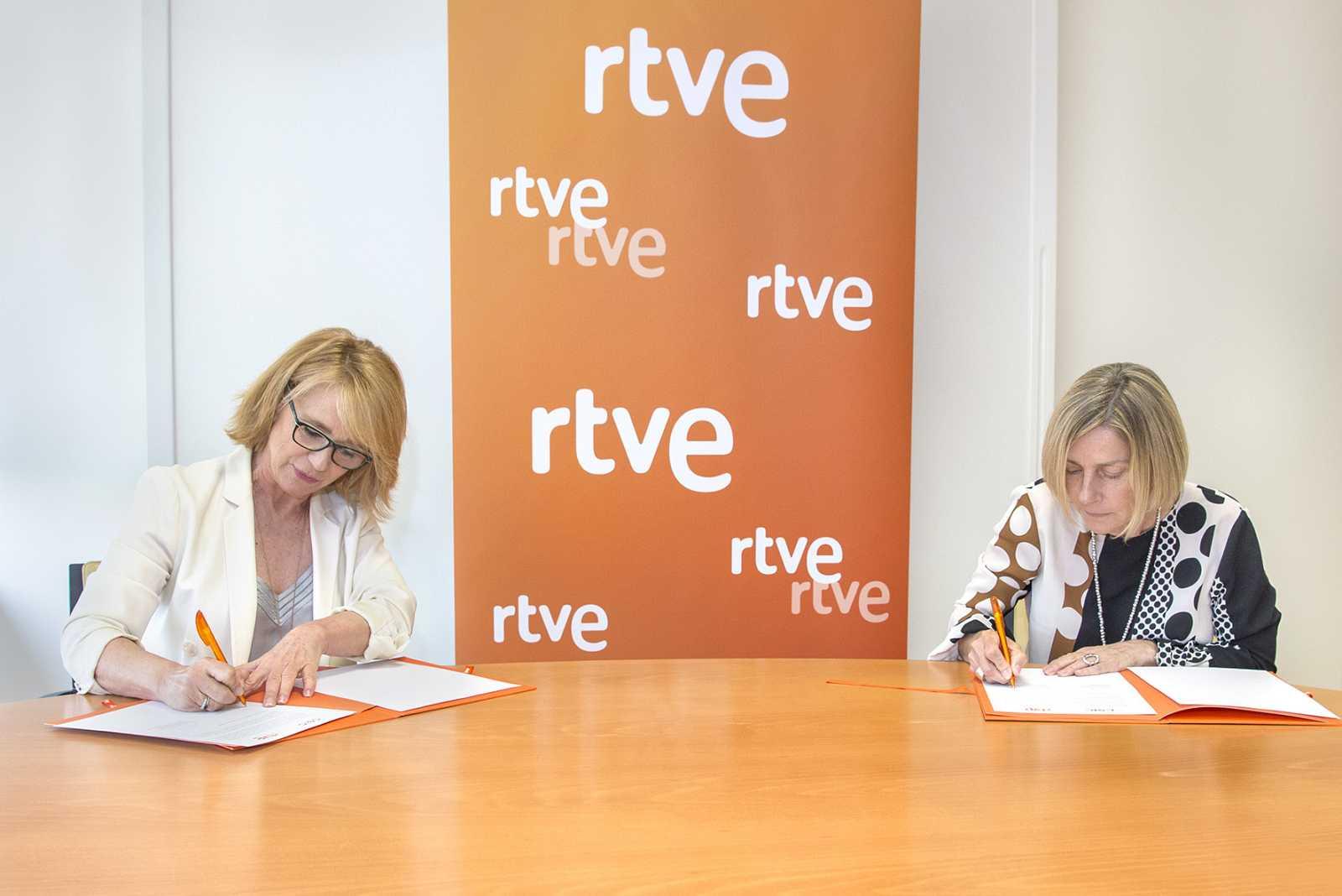 Elena Sánchez, y Rosina López-Alonso han firmado hoy el acuerdo