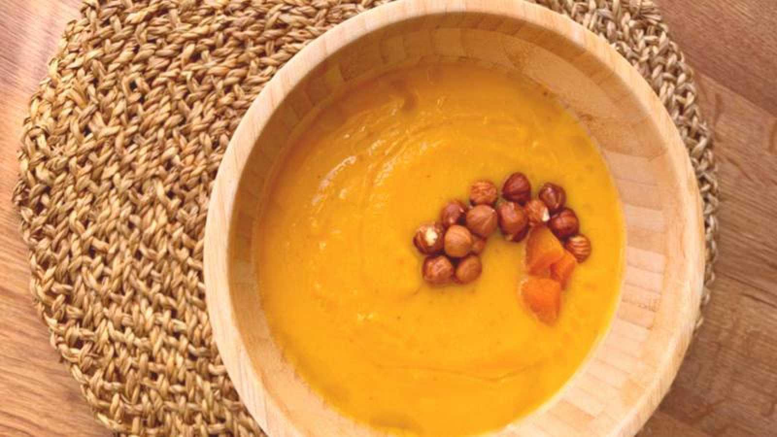 Crema de calabaza con chalotas y curry