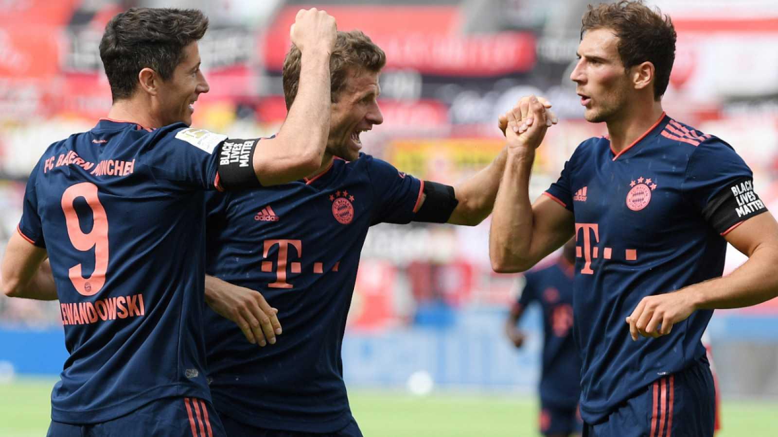 Imagen: Los jugadores del Bayern celebran el gol de Lewandowski