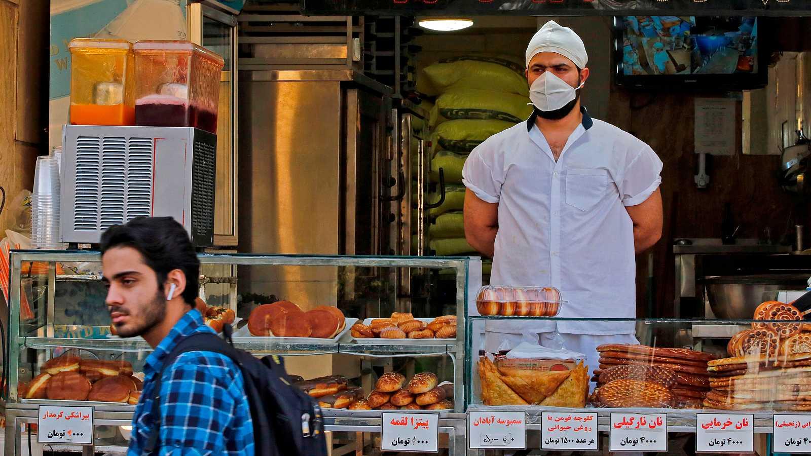 A pesar del incremento de contagios, el presidente iraní ha abogado por reabrir el país para no colapsar la economía.