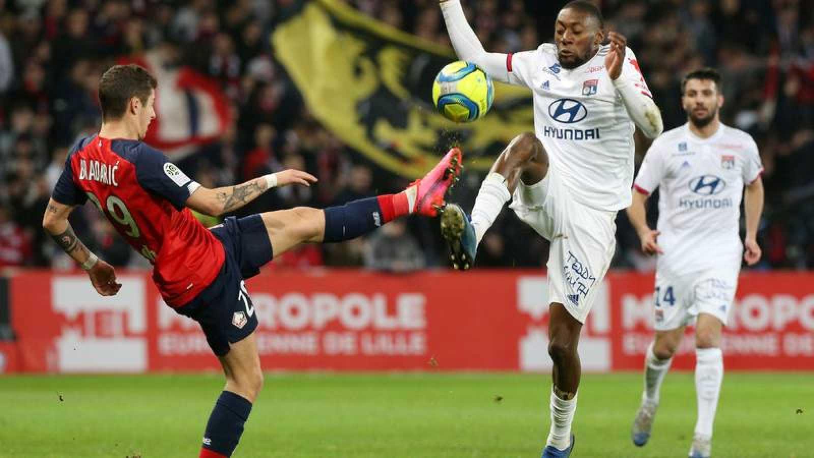 Lance de un partido entre el Lille y el Olympique Lyonnais