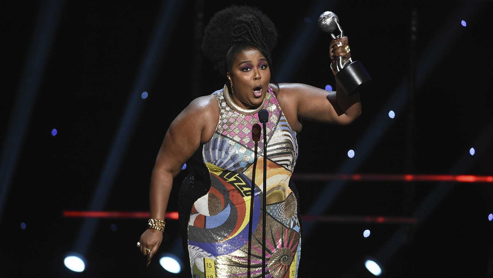 Lizzo, última ganadora en la categoría de mejor álbum urbano contemporánero de los Grammy.