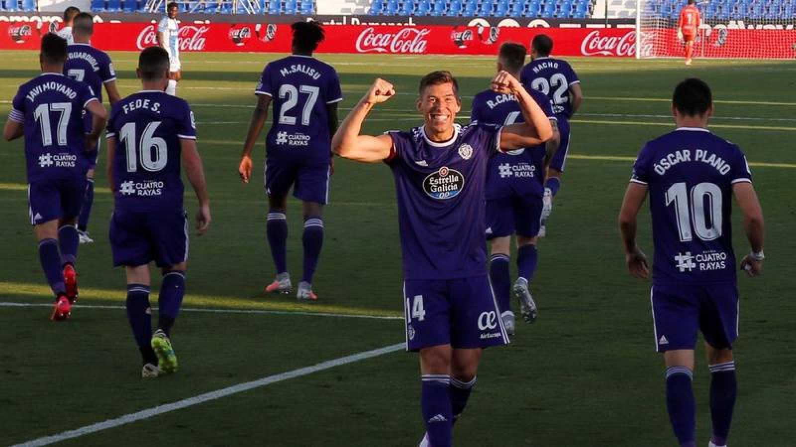 Rubén Alcaraz celebra el segundo gol del Valladolid en Butarque.