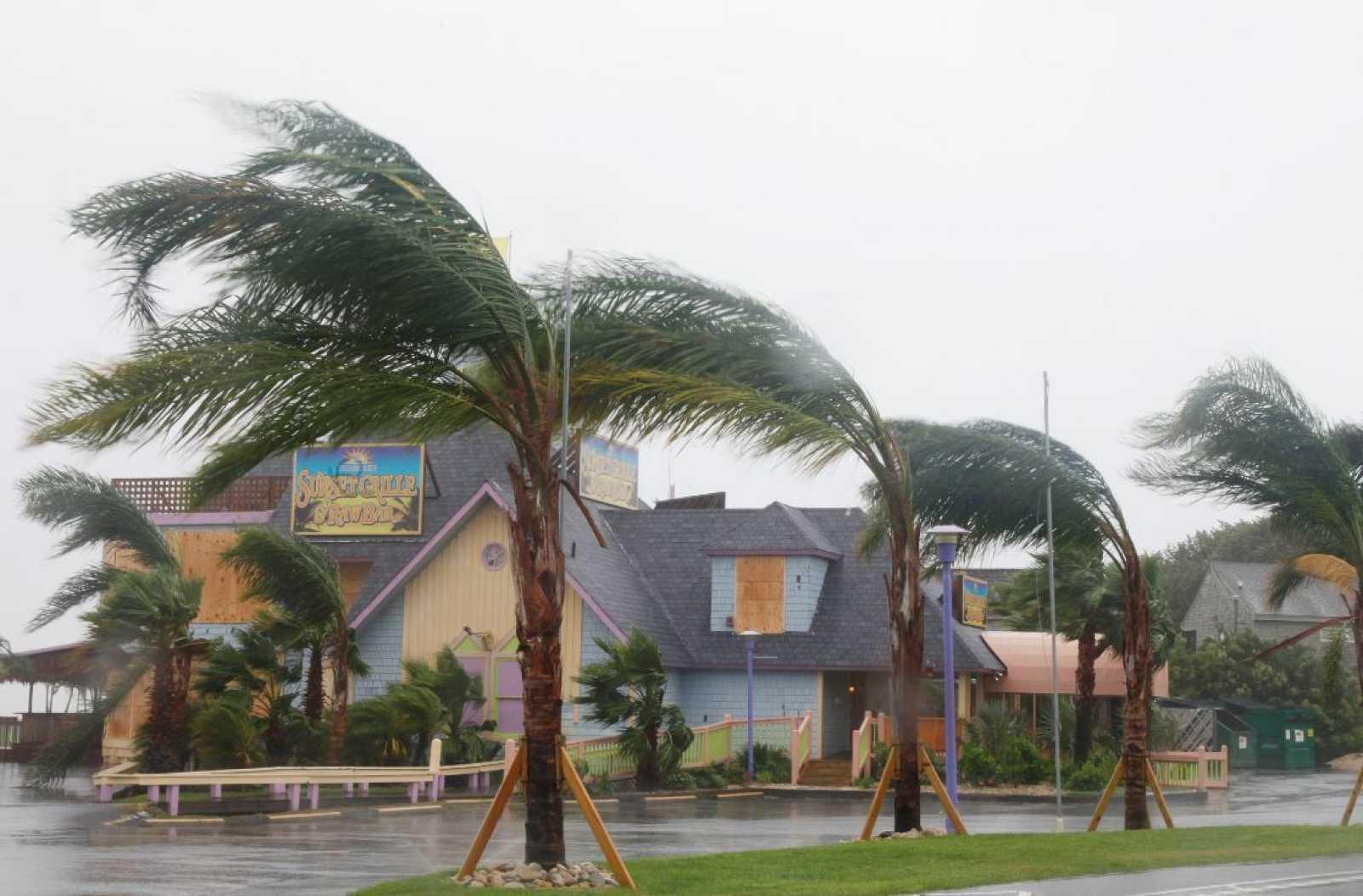 Viento sopla ante un huracán