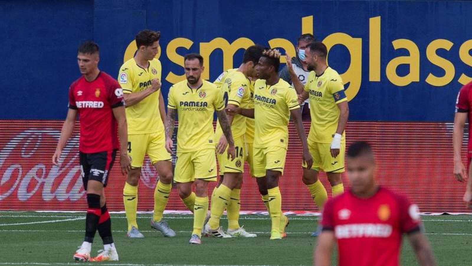 Los jugadores del Villarreal celebran el gol del equipo castellonense ante el Mallorca.
