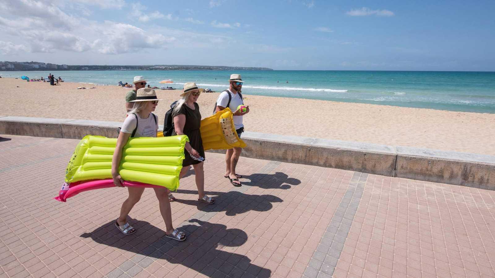 Turistas alemanes del plan piloto para la llegada de turistas extranjeros a las islas Baleares