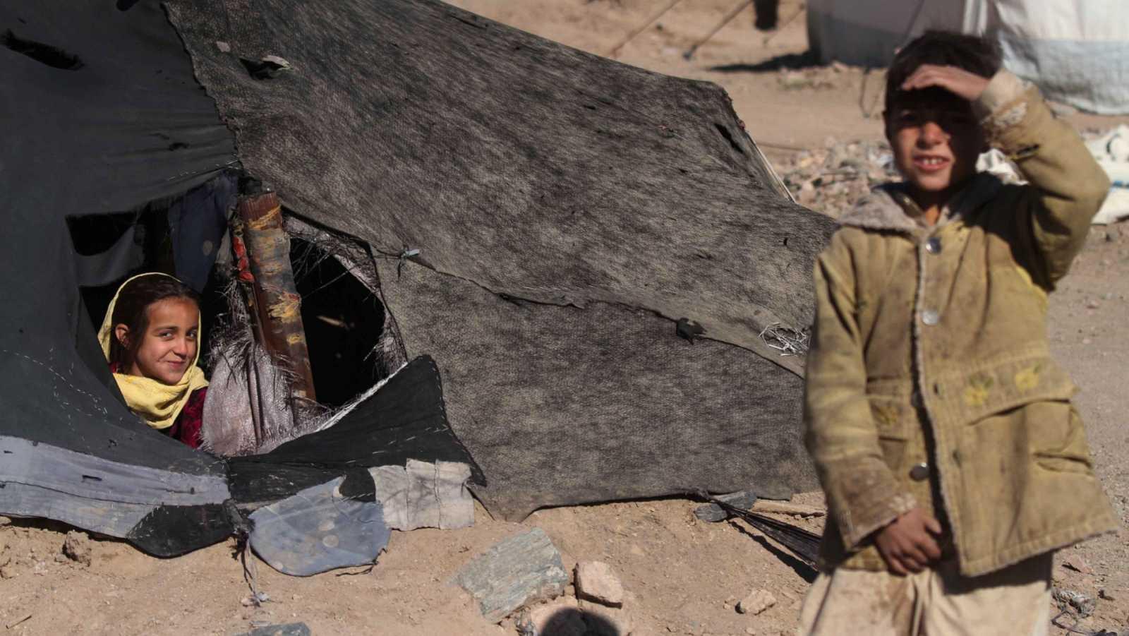 Familias afganas desplazadas a las afueras de la ciudad de Herat.