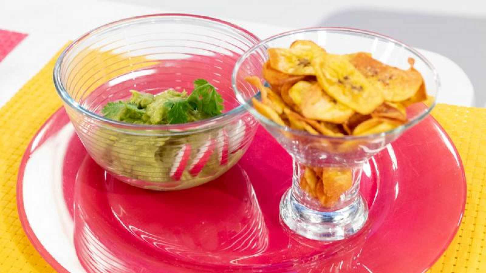 Chips de plátano macho con guacamole