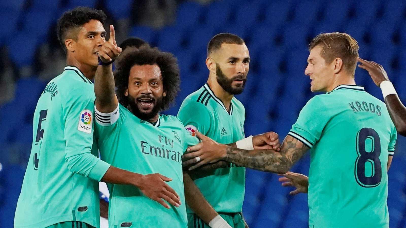 Varios jugadores del Real Madrid durante el encuentro ante la Real Sociedad de este domingo