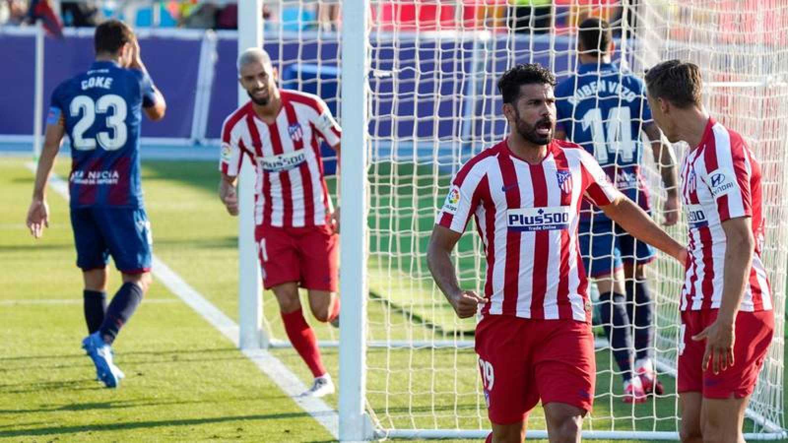 Diego Costa y Llorente celebran el gol del Atlético.