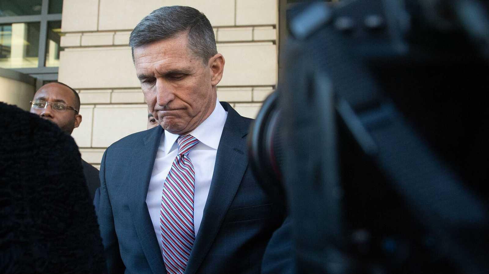 El ex asesor general de seguridad nacional, Michael Flynn, a su salida de la audiencia del Tribunal de Distrito de los Estados Unidos en Washington, el pasado mes de diciembre.
