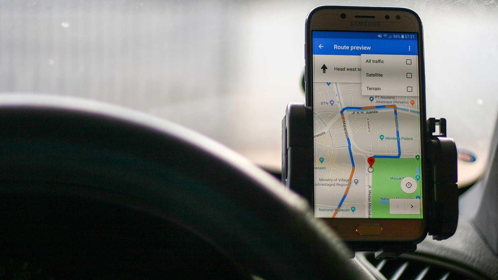 Hasta ahora, Google Maps utilizaba una voz para dar las instrucciones en su modo navegación que dejaba oír su carácter robótico.