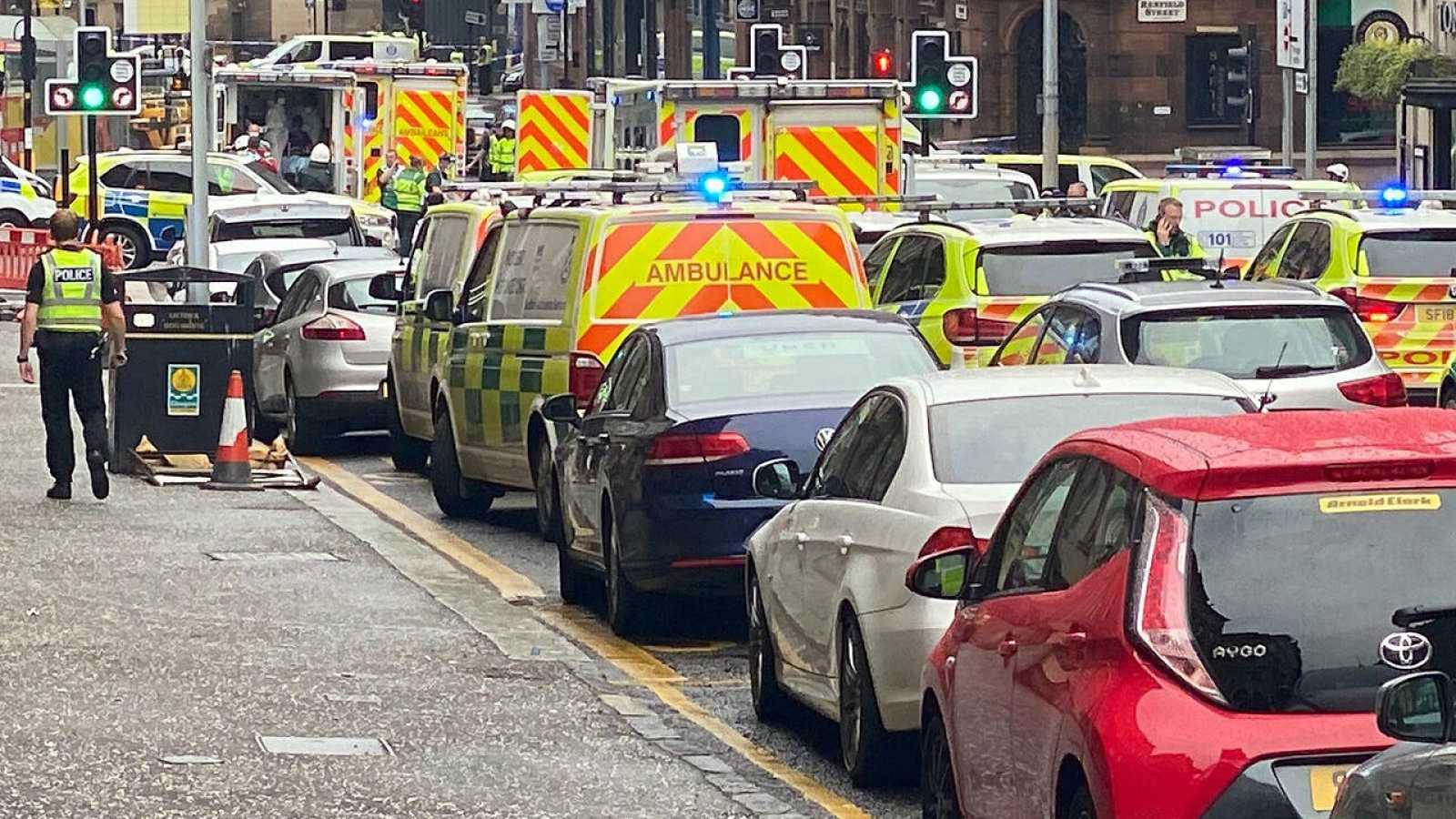La Policía escocesa desplazada al lugar del apuñalamiento.