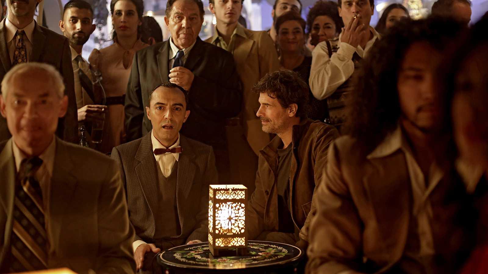 Lorca escucha sus versos cantados por Camarón ante la mirada de Julián