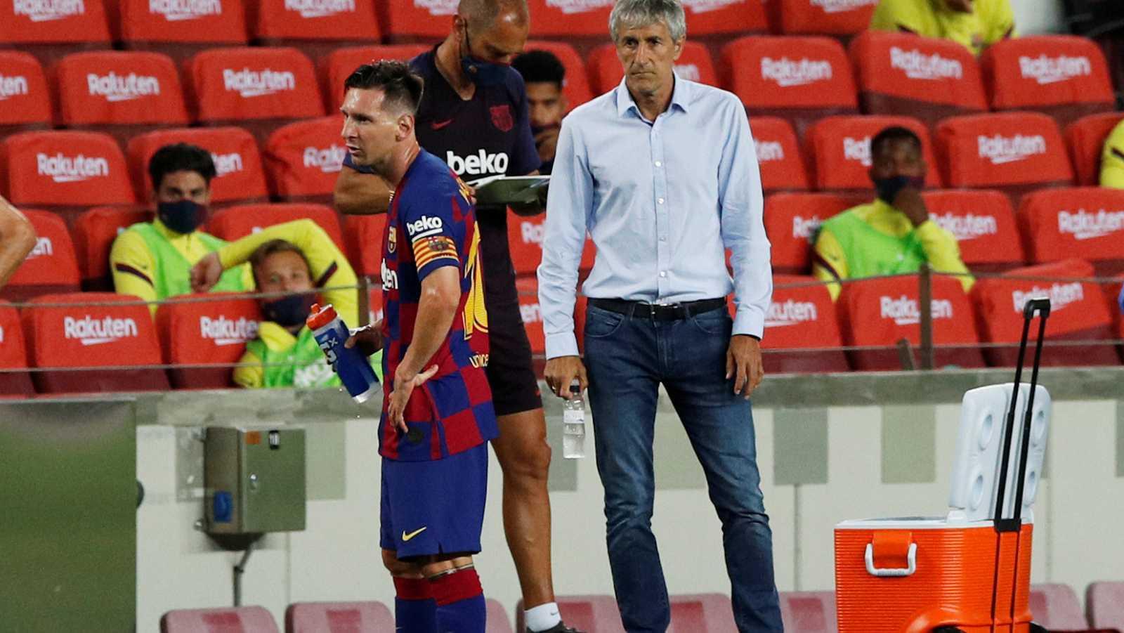 Imagen de Messi y de Setién durante el partido del FC Barcelona frente al Atlético de Madrid en el Camp Nou.