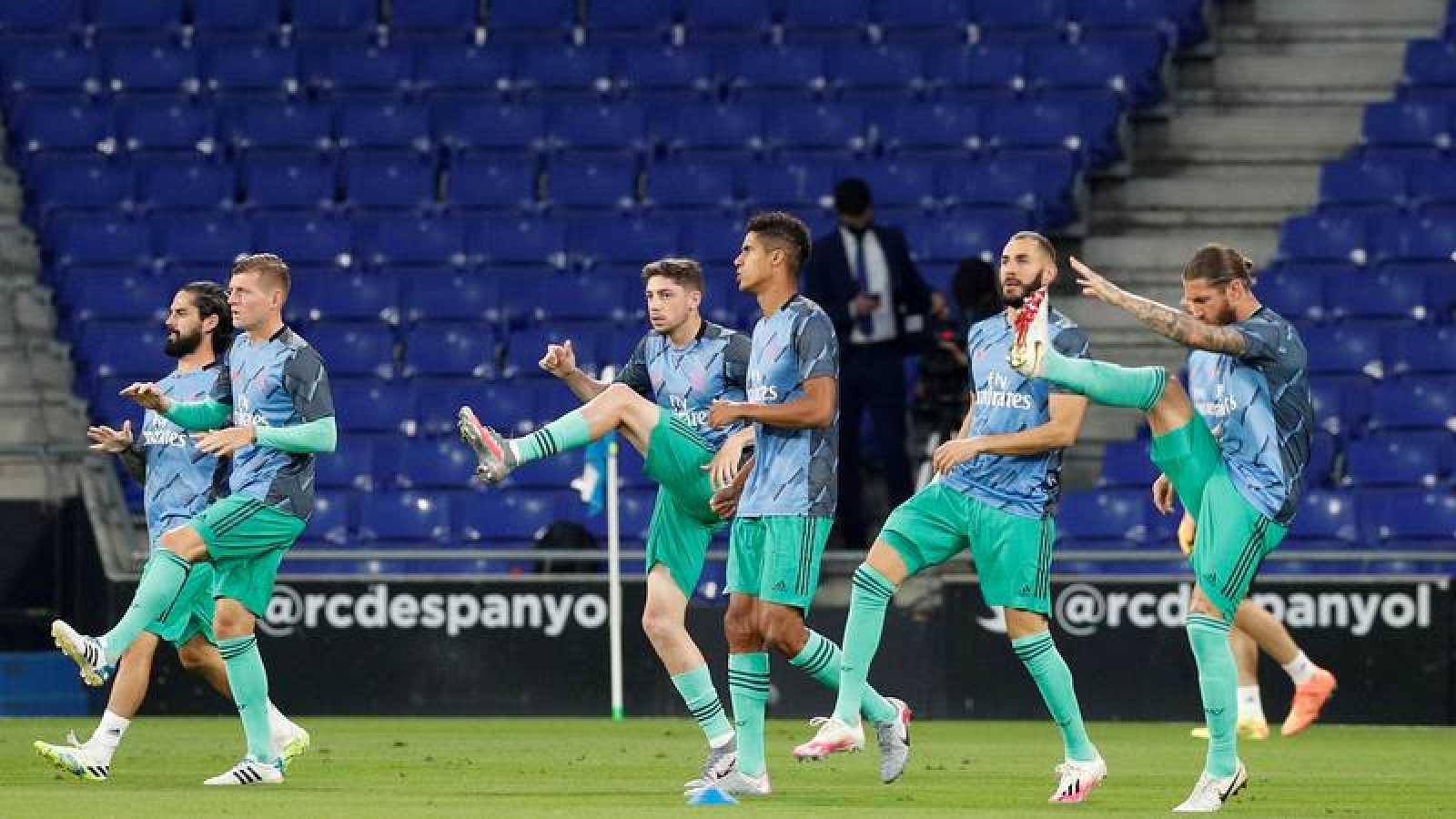 Los jugadores del Real Madrid calientan antes del partido contra el Espanyol de la jornada anterior.