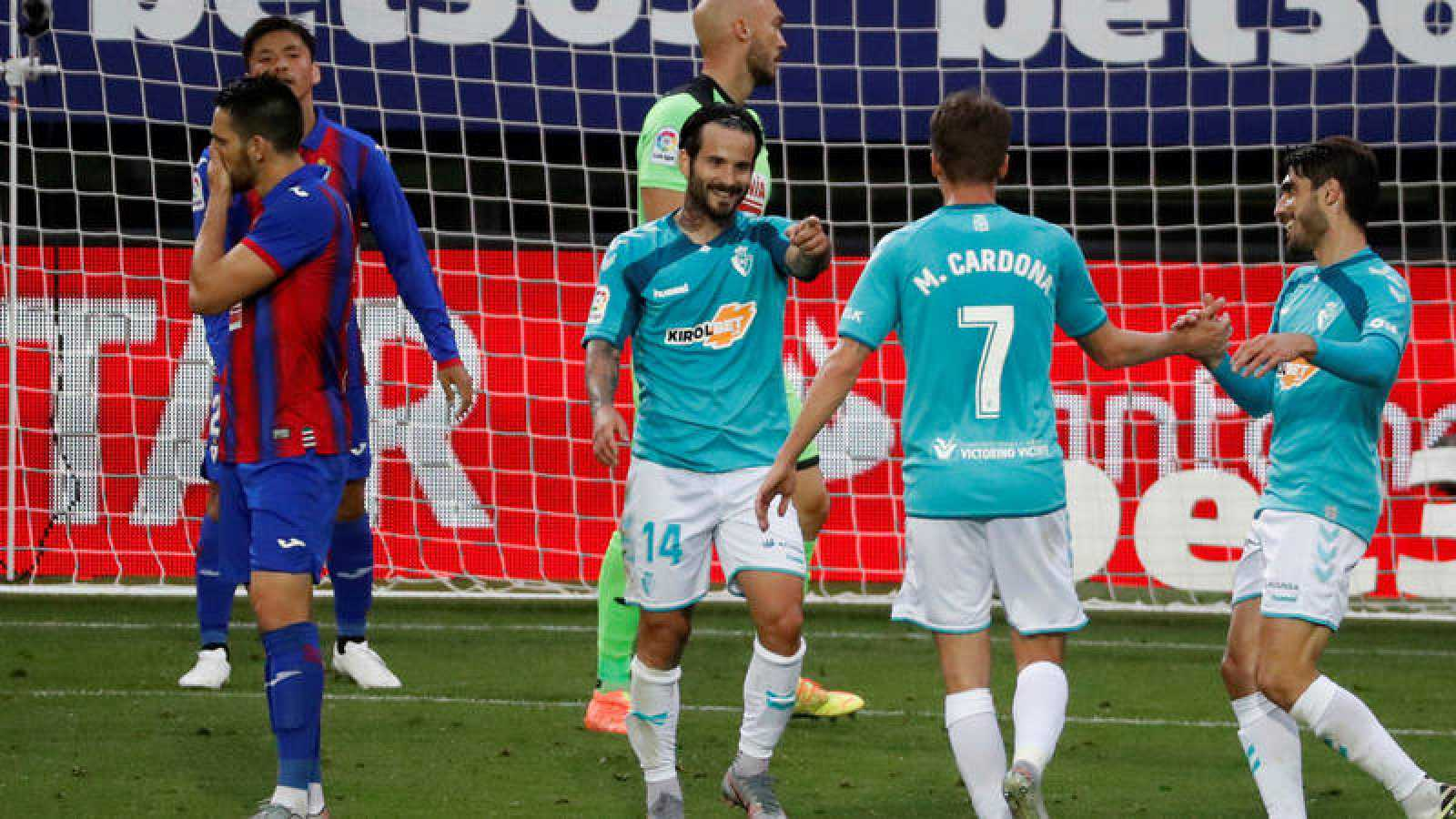 Rubén García (c) celebra uno de sus goles en Ipurua