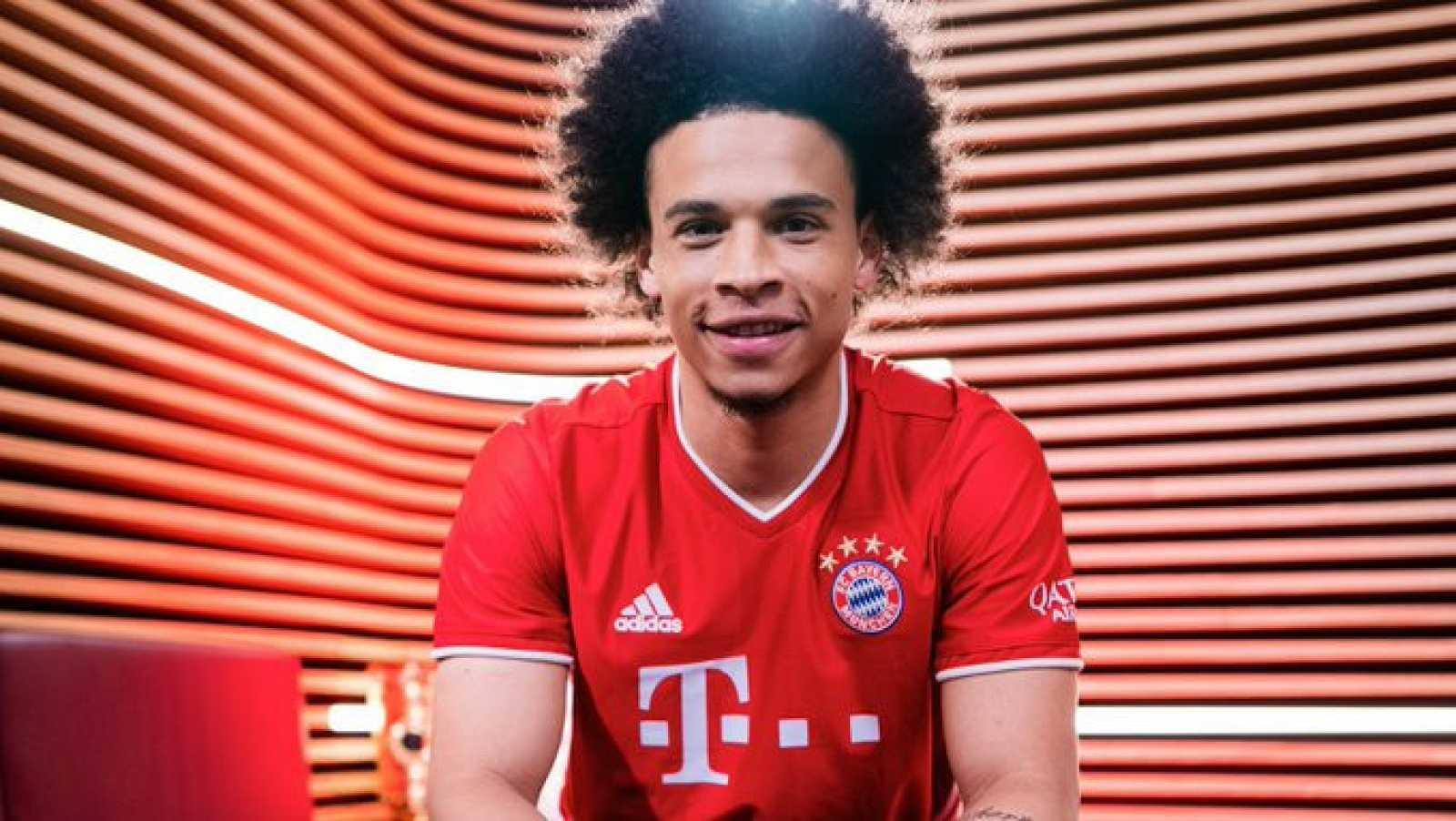 Imagen de Leroy Sané posando ya con la camiseta del Bayern de Múnich.
